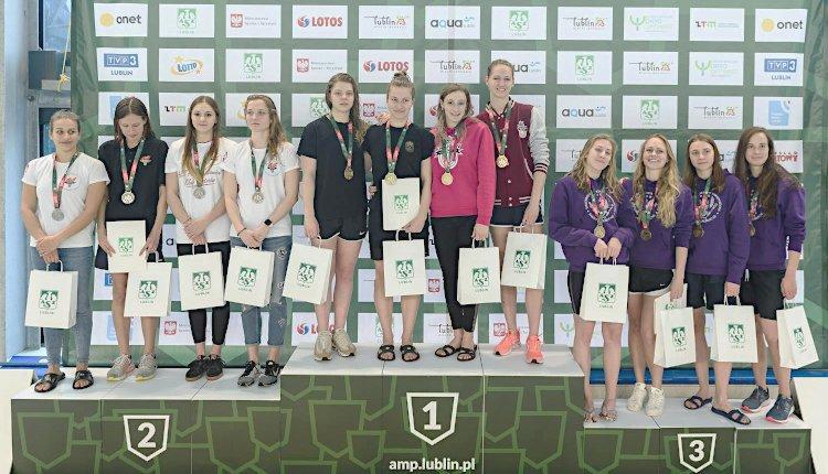 Złoty medal sztafety podczas AMP w pływaniu